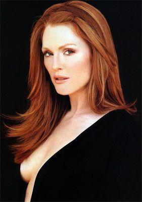 Kırmızı saçlar Günümüzde kırmızı saç artık zarafetin sembolü… Ünlü kadınlar, oyuncular ve top modeller bakır rengini andıran uzun yoğun saçlarıyla davetlerde göz kamaştırıyorlar. Seksilikleri ise de cabası…